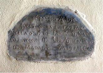 Epigrafe commemorante la realizzazione dell'altare tardo barocco di Santa Barbara Vergine e Martire Cagliaritana
