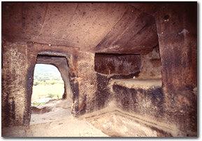 Accesso alla chiesa rupestre di Sant'Andrea Priu, a Bonorva
